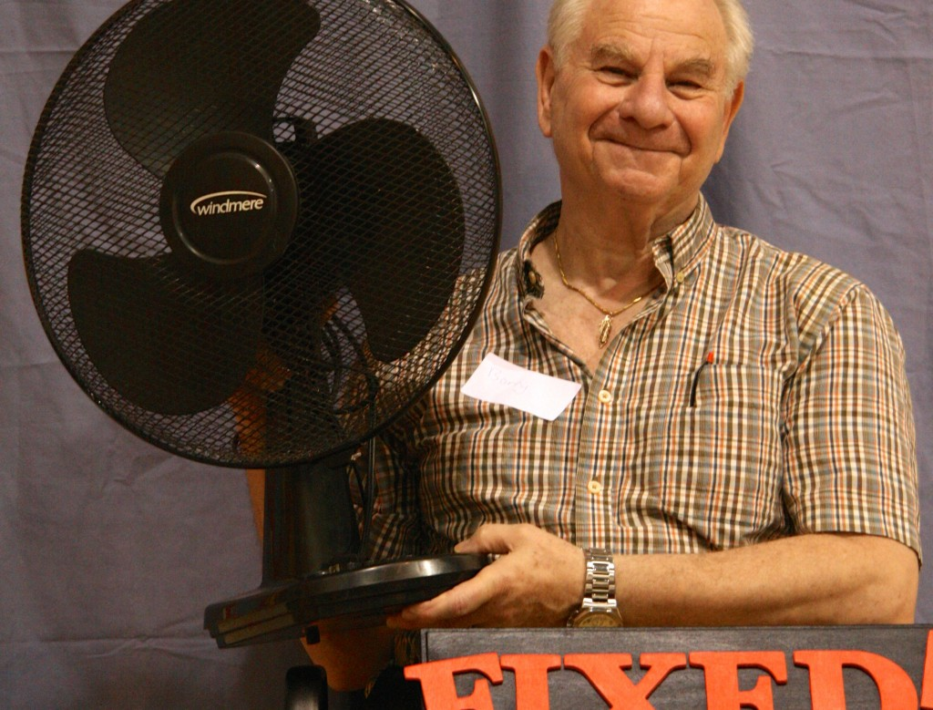 visitor with fan fixed_small
